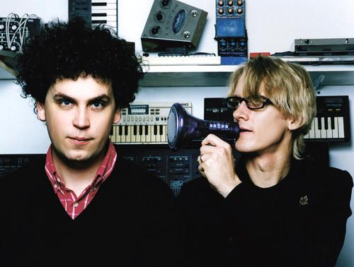 Il duo Simian Mobile Disco annuncia un nuovo album per novembre [LISTEN]