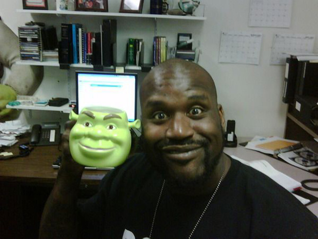 24-pictures-of-shaq-holding-things-61