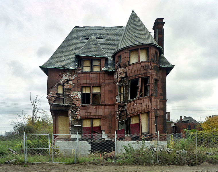 a-haunting-journey-into-the-ruins-of-detroit