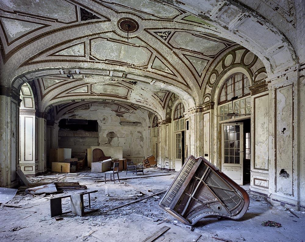 yves-marchand-romain-meffre-the-ruins-of-detroit-18
