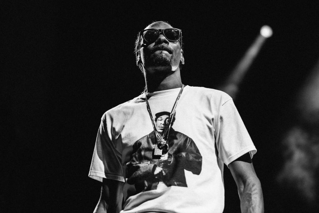 Snoop Dogg campiona i BADBADNOTGOOD e Kaytranada nel suo nuovo brano